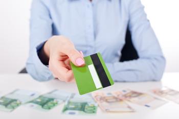 Сбербанк готовится к сезону отпусков, понижая ставки по потребительским кредитам